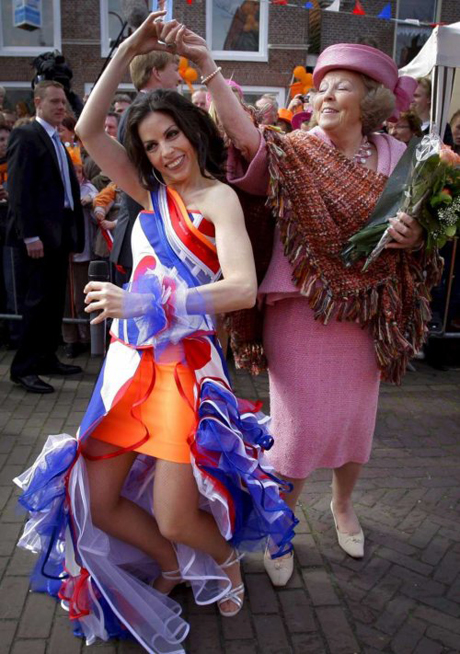 Queen Betarix in Makkum dancing the Salsa.jpg