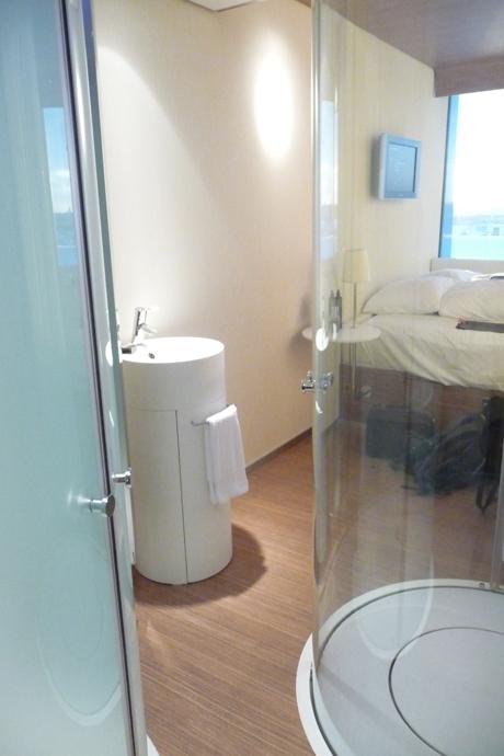 Citizen-M-Hotel-Amsterdam-Airport-Schiphol-Room-1