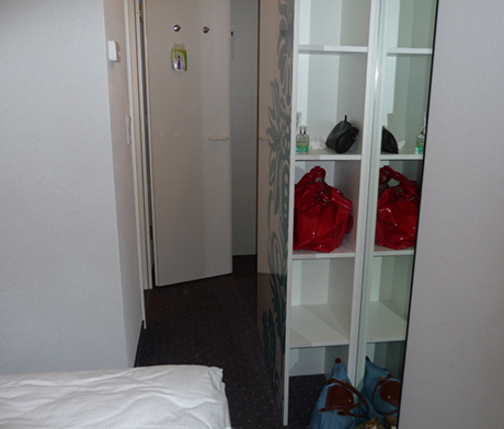 MOTEL-ONE-MUENCHEN-BEDROOM-02