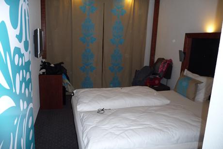 MOTEL-ONE-MUENCHEN-BEDROOM